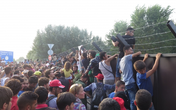 refugees-stuck-at-serbia-hungary-border-crisis-mission