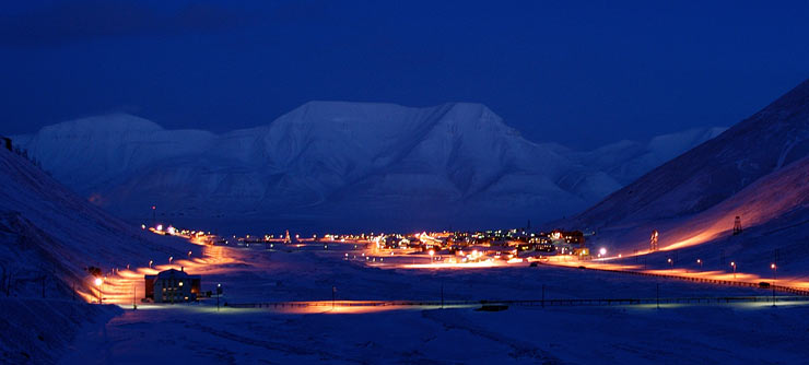 polar-night-at-longyearbyen-740